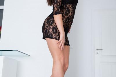 Nikki Waine