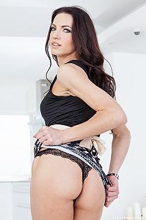Linda Moretti pic #3