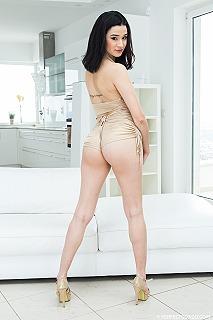 Mia Navarro pic #3