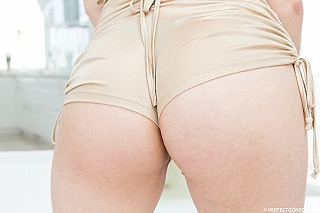 Mia Navarro pic #4