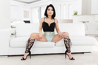 Rina Ellis pic #4
