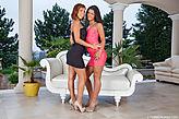 Tina Hot & Vivien Bell pic #2